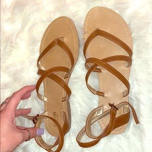 Like new 💖 Mossimo strappy sandals